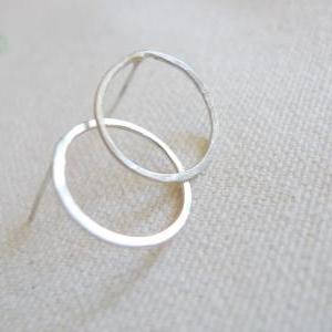 Small Simple Circle Zen Studs Sterl..